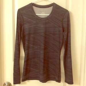 Under armour black ladies fitted athletic shirt